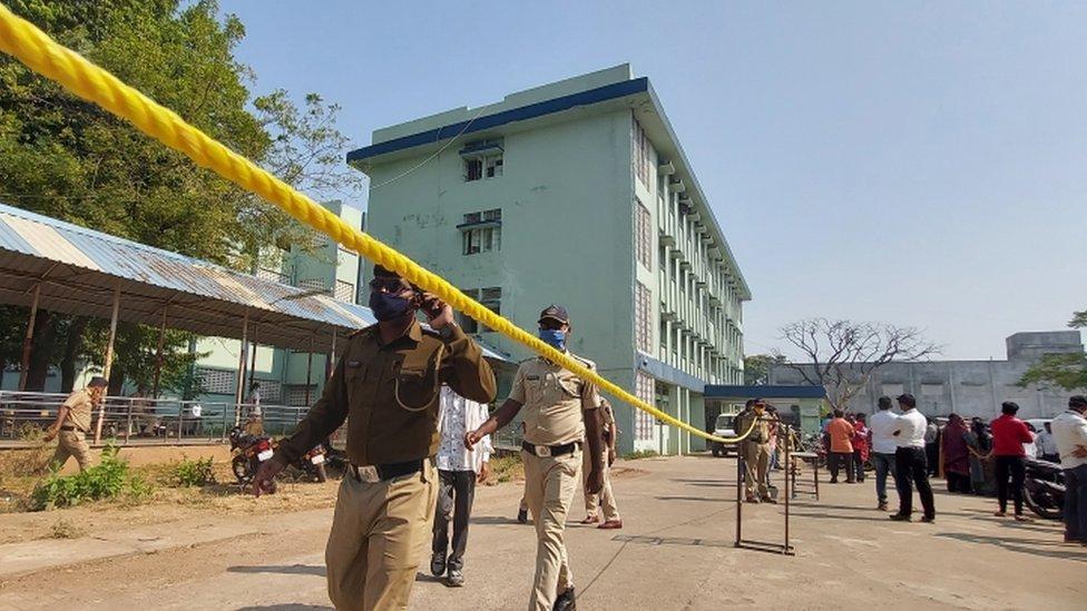Fire at India hospital ward kills 10 babies thumbnail