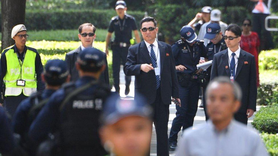 Personel keamanan Korea Utara terlihat di luar hotel Kim di Singapura