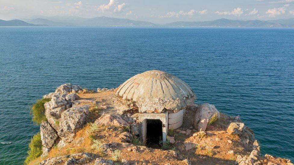 Бункеры как наследие холодной войны в Албании. Фотографии