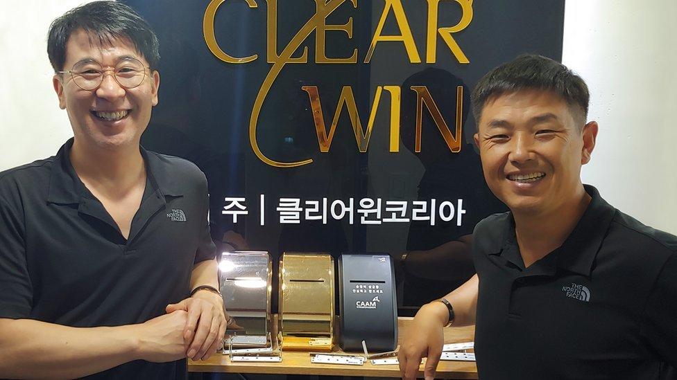 Kim Kyeong Yeon (left) and Kim Yoo Cheol