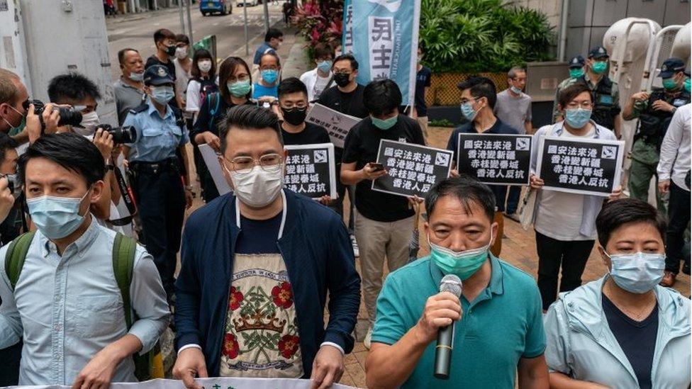 5月22日,香港民主派議員上街抗議中央政府強推香港《國安法》。