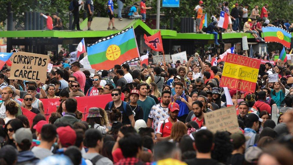 """El lema """"Chile despertó"""" ha sido utilizado desde el inicio de las manifestaciones."""