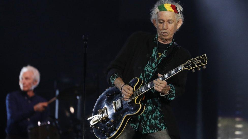 Keith Richards de los Rolling Stones también tocaba con una Gibson.