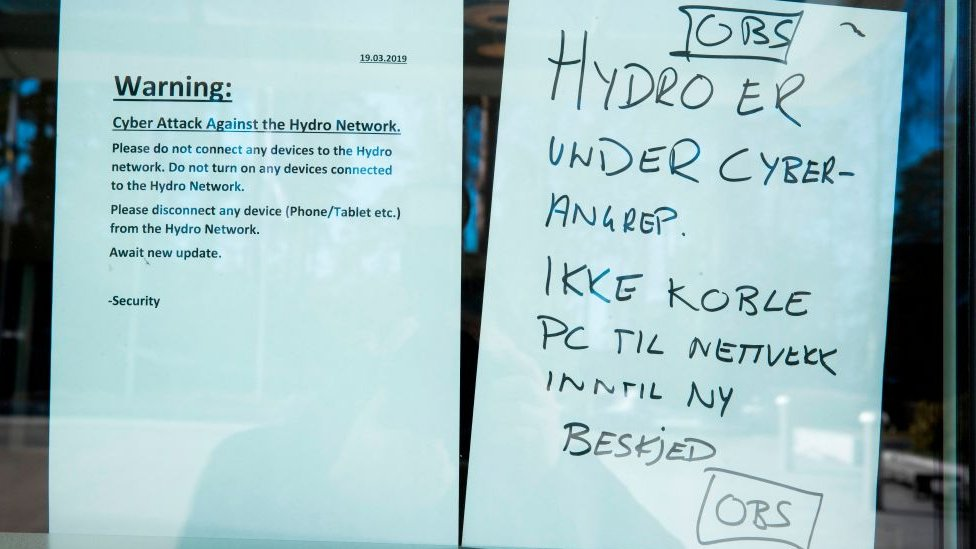 Notices to employees at Hydro's office