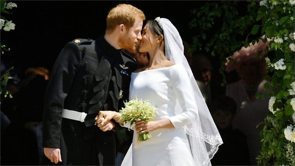Royal wedding 2018: Prince Harry and Meghan's first kiss
