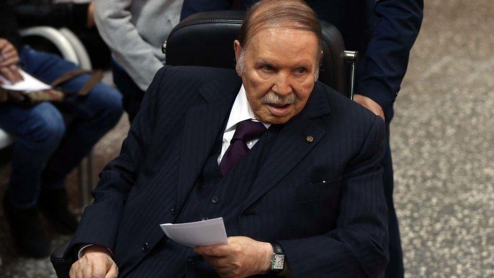 بوتفليقة فاز بولاية رئاسية رابعة في عام 2014، ولم يظهر خلال الحملة الانتخابية إلا مرة واحدة على كرسي متحرك