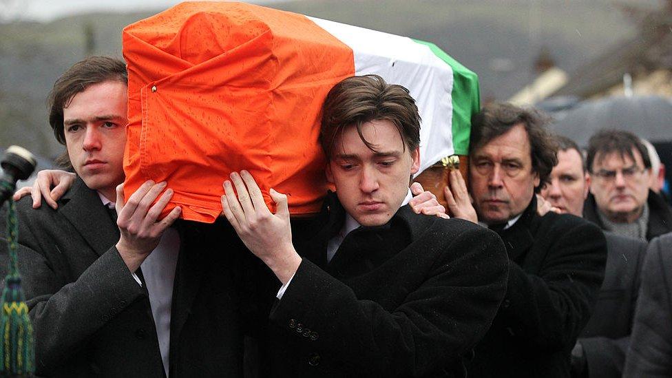 Foto del entierro de Dolours Price