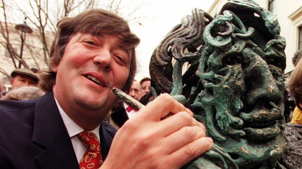 Stephen Fry unveils Maggi Hambling's Oscar Wilde Sculpture