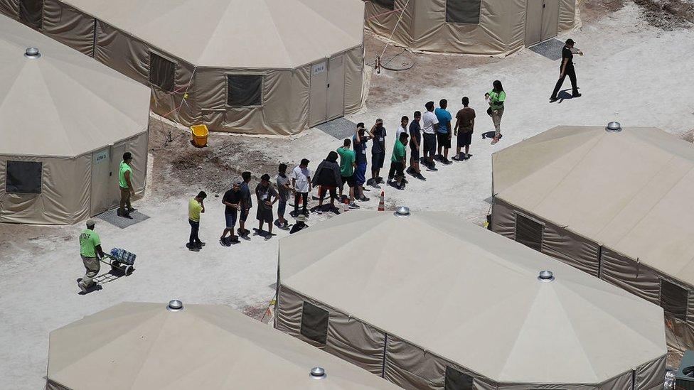 Fotoğraf Teksas'ta yeni kurulan bir kampa ait.