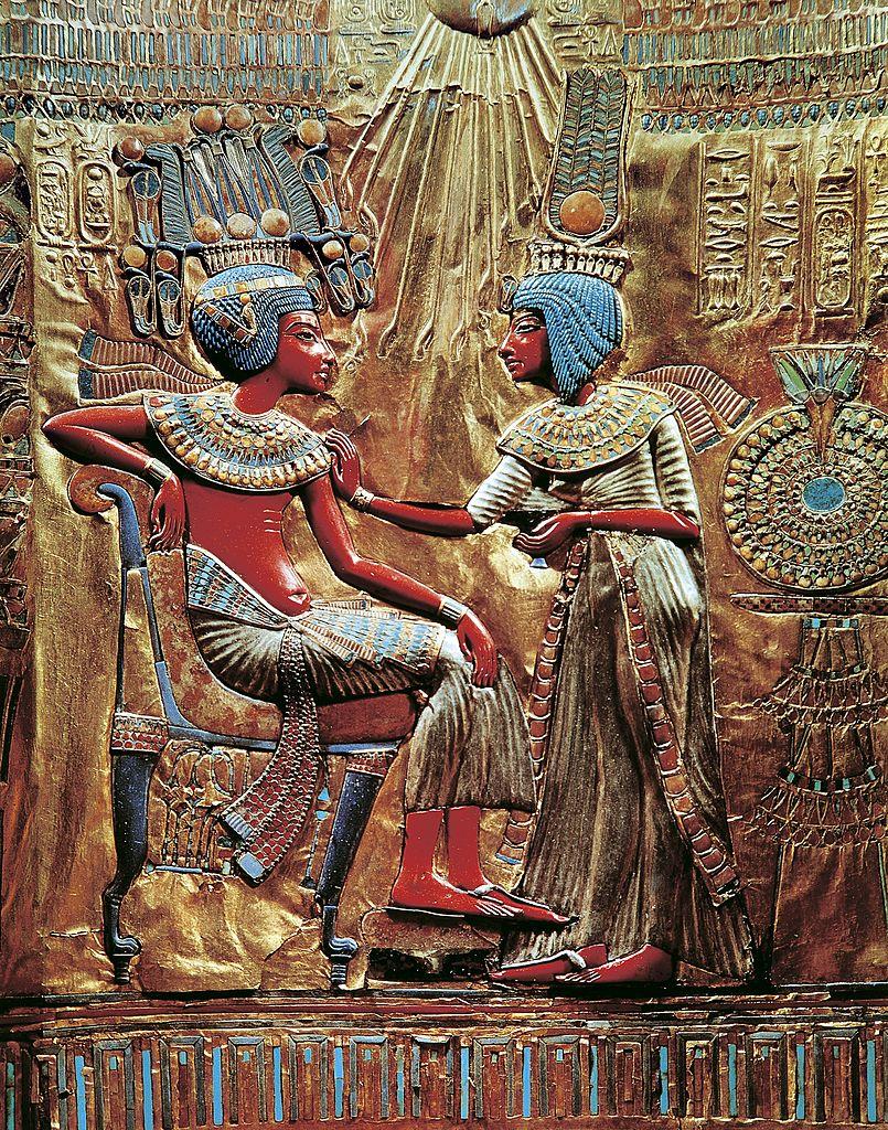 الملك توت عنخ آمون وزوجته عنخ إس إن آمون