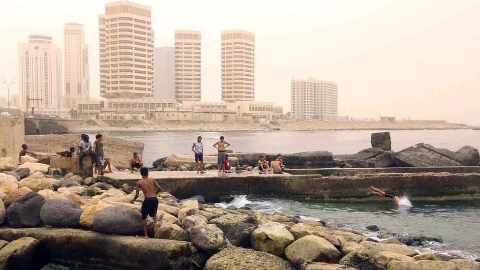 العاصمة طرابلس يوم 22 أبريل/نيسان - شاطئ البحر