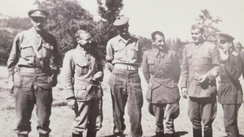 Ficroj Meklejn i Koča Popović sa članovima sovjetske vojne misije