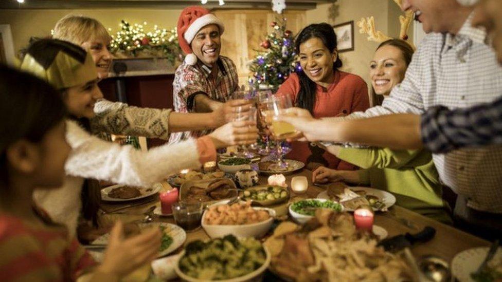 Noel döneminde önlemlerin gevşetilmesinin yeni bir dalgaya yol açabileceği endişesi var
