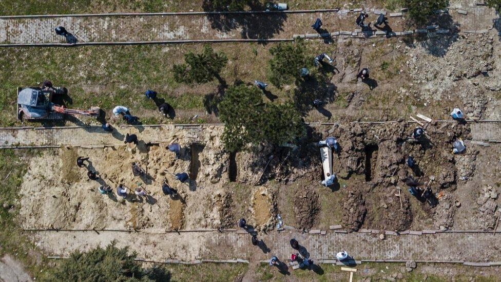 Žrtve korona virusa se sahranjuju u Istanbulu