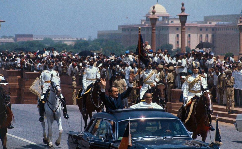 الرئيس الأمريكي السابق ريتشارد نيكسون مع محمد هداية الله