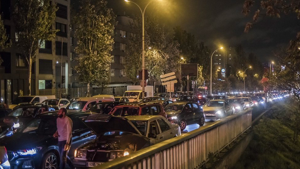 Covid-19: Record traffic around Paris as second French lockdown begins thumbnail