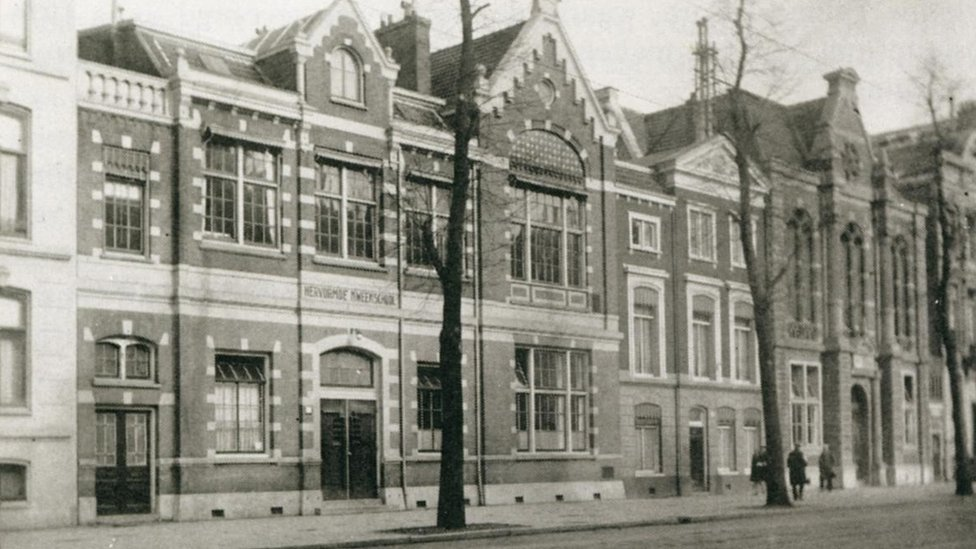 The Kweekschool (left) and the Creche (right of the building with the white window frames) in 1925.