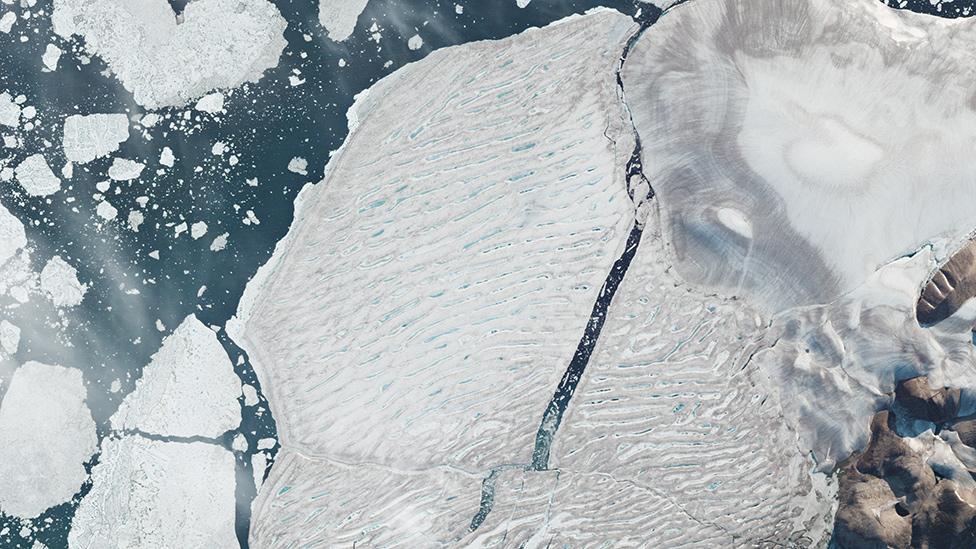 Как таял последний канадский ледник в Арктике: съемки со спутника