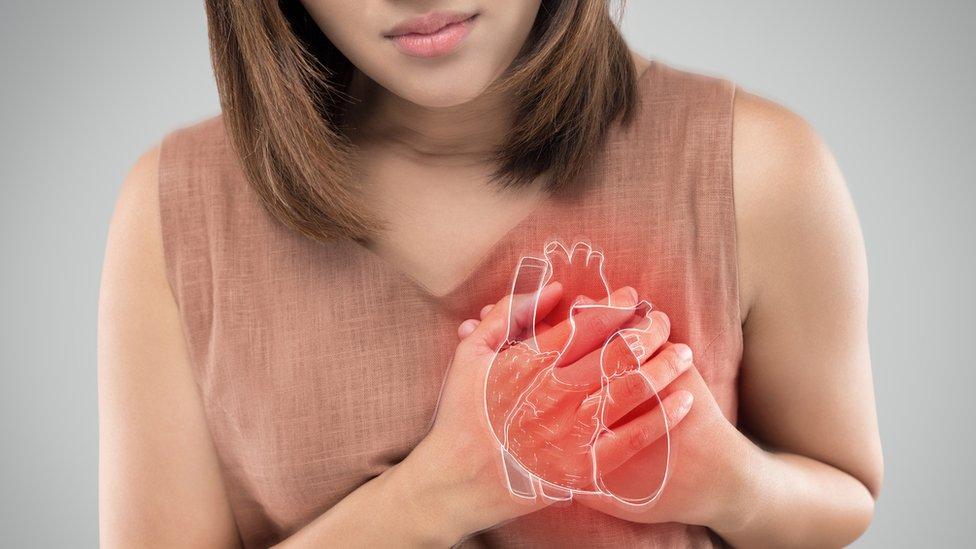 Mujer con problemas cardíacos