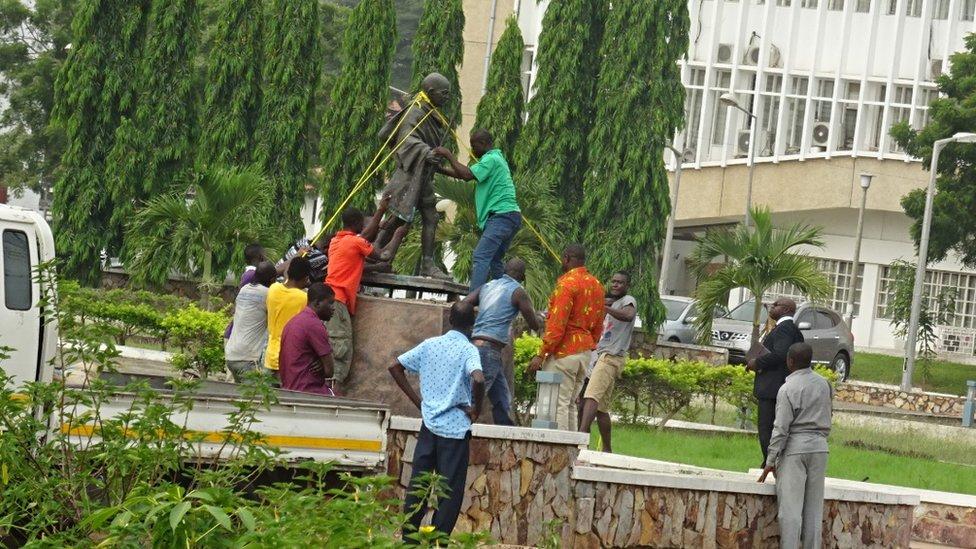 Gandhi heykeli