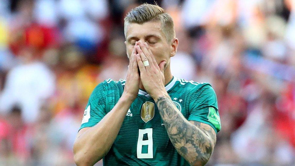 Toni Kroos no podía creer lo que le acababa de pasar a su equipo.