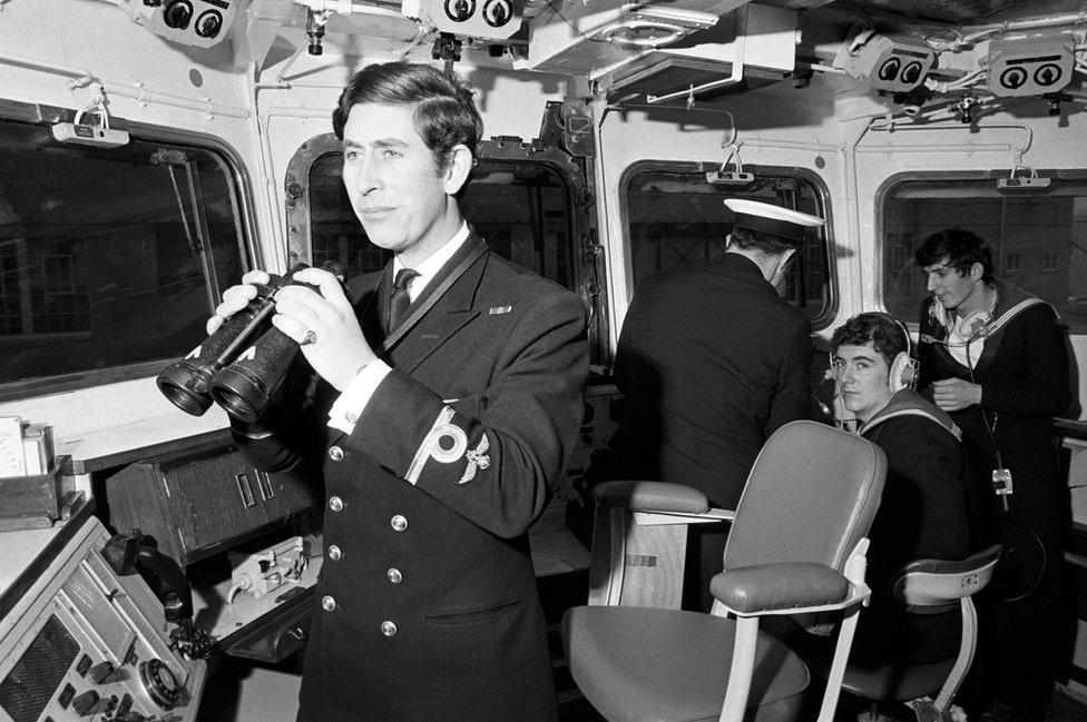 Princ Čarls kao potporučnik u Kraljevskoj mornarici