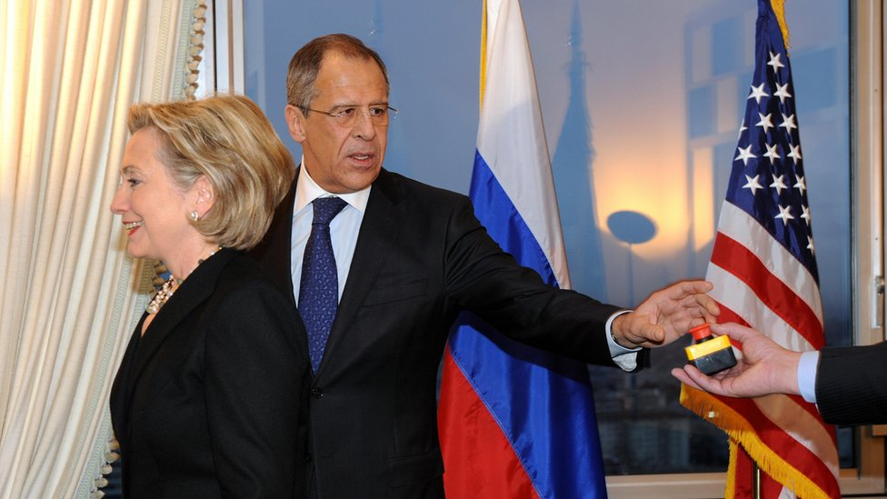 US Secretary of State Hillary Clinton (L) smiles with Russian Foreign Minister Sergei Lavrov after she gave him a device with red knob during a meeting on March 6, 2009 in Geneva.