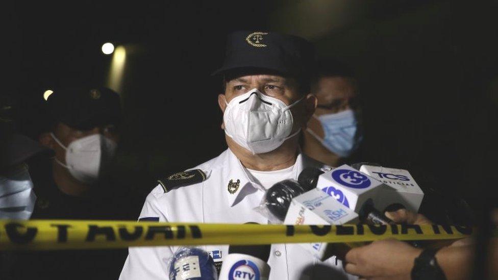 El Salvador bar attack: Six people shot dead thumbnail
