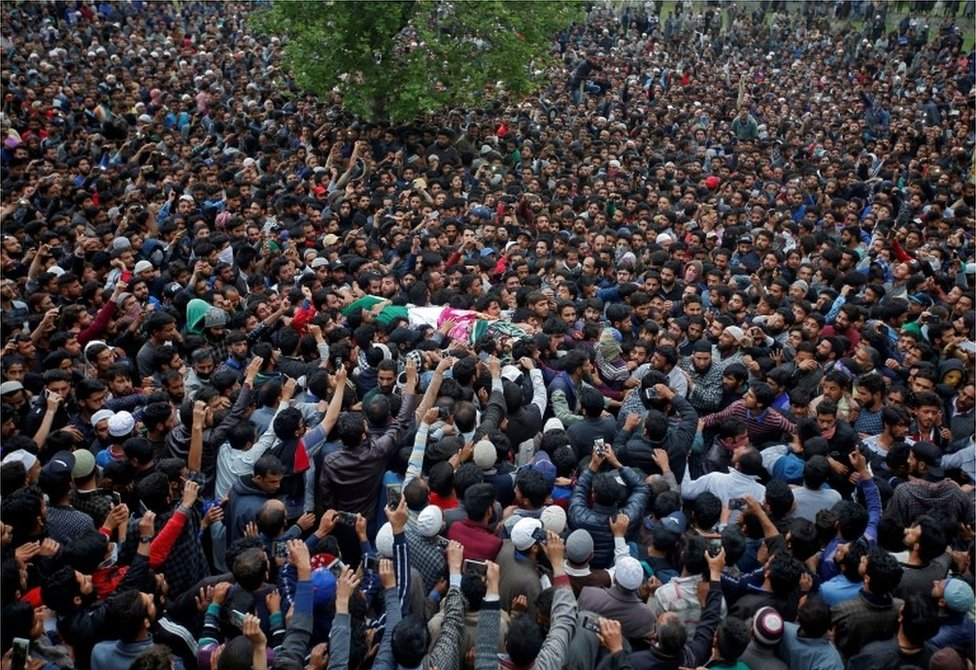 People carry the body of Kashmiri professor Mohammad Rafi Bhat, a suspected militant, after he was killed in a gunbattle with Indian security forces in south Kashmir, during his funeral procession at Chunduna village in Ganderbal district May 6, 2018