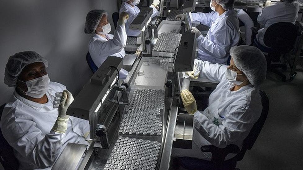 Línea de producción de una vacuna.