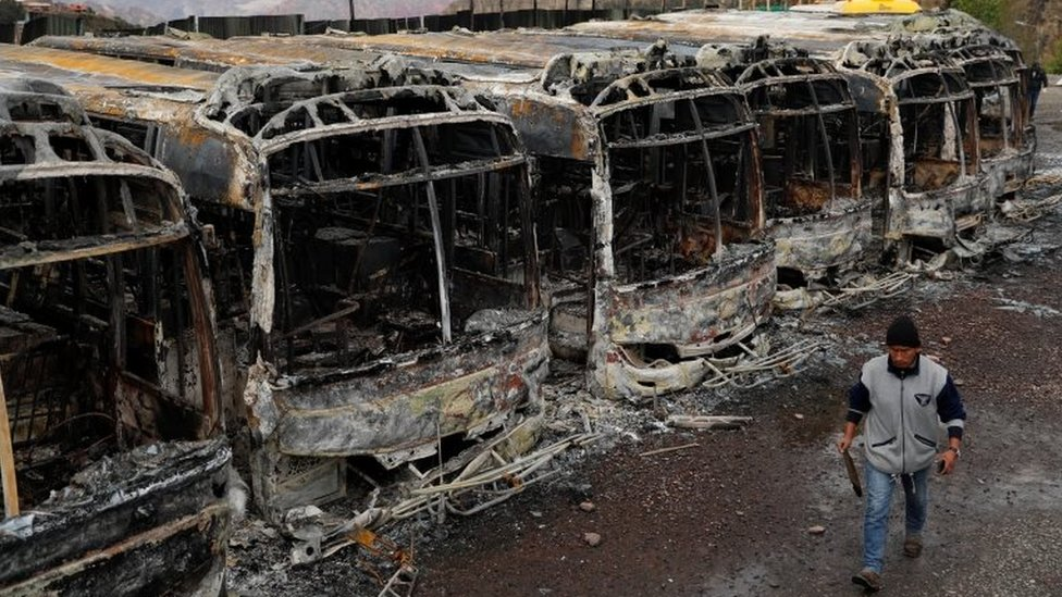 Más de una decena de autobuses fueron quemados en La Paz durante las protestas que se produjeron tras la renuncia de Evo Morales.