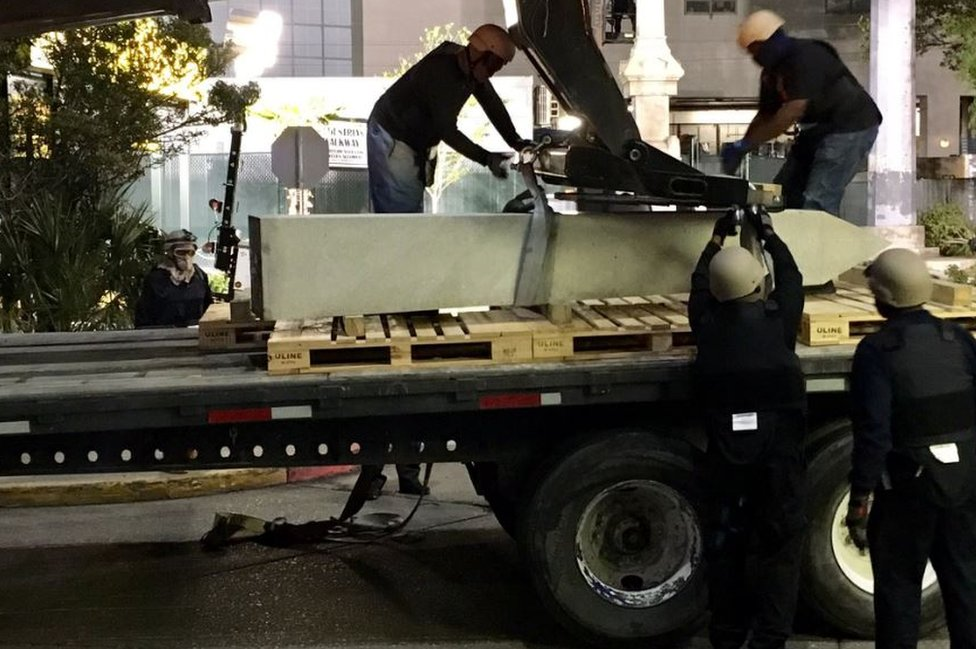 New Orleans remove statues