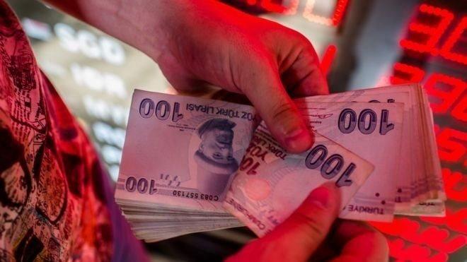 Türk Lirası banknotları sayılıyor