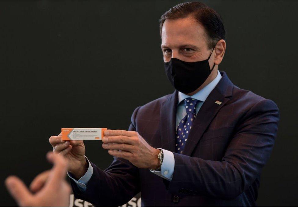 多裏亞此前曾積極宣傳中國科興的實驗性疫苗,宣佈計劃用它為聖保羅居民進行接種。