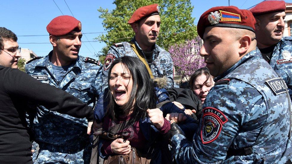 Оксамитова революція? Чим закінчаться протести у Вірменії