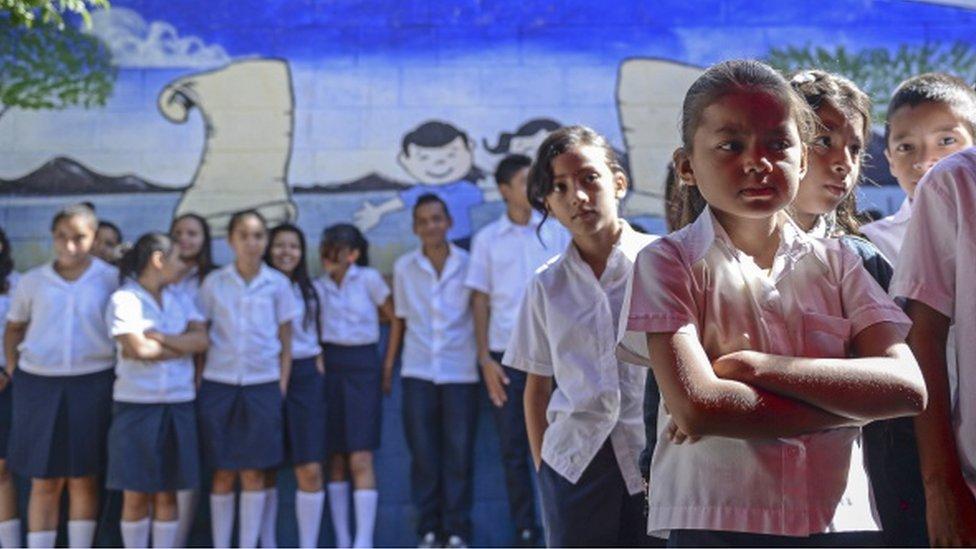 Niños en una escuela en El Salvador.