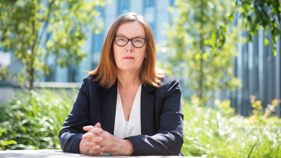 Profesora Sarah Gilbert.
