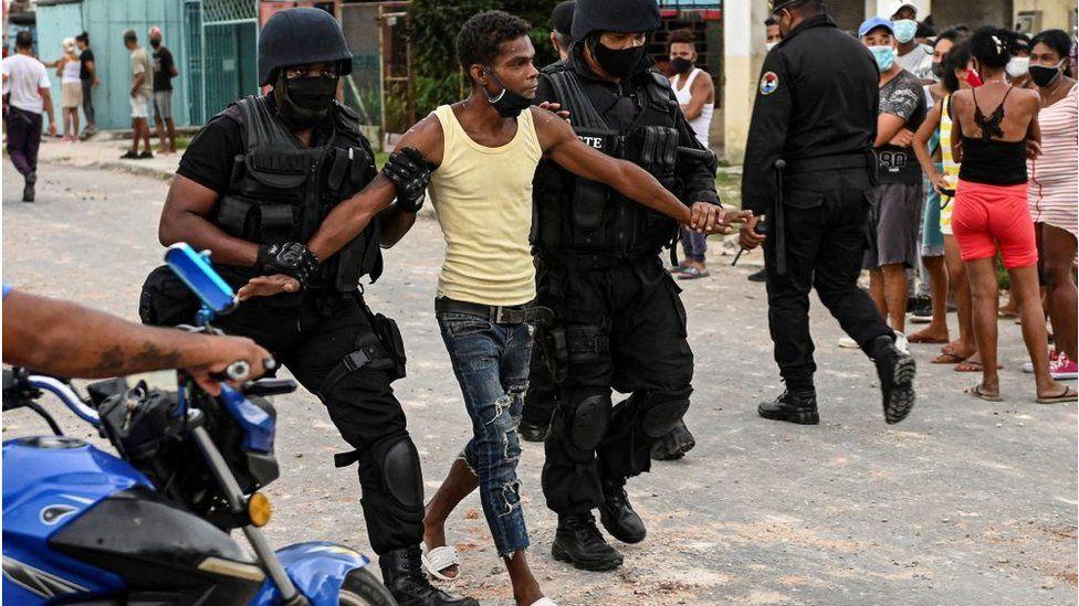 اعتقال متظاهر في كوبا