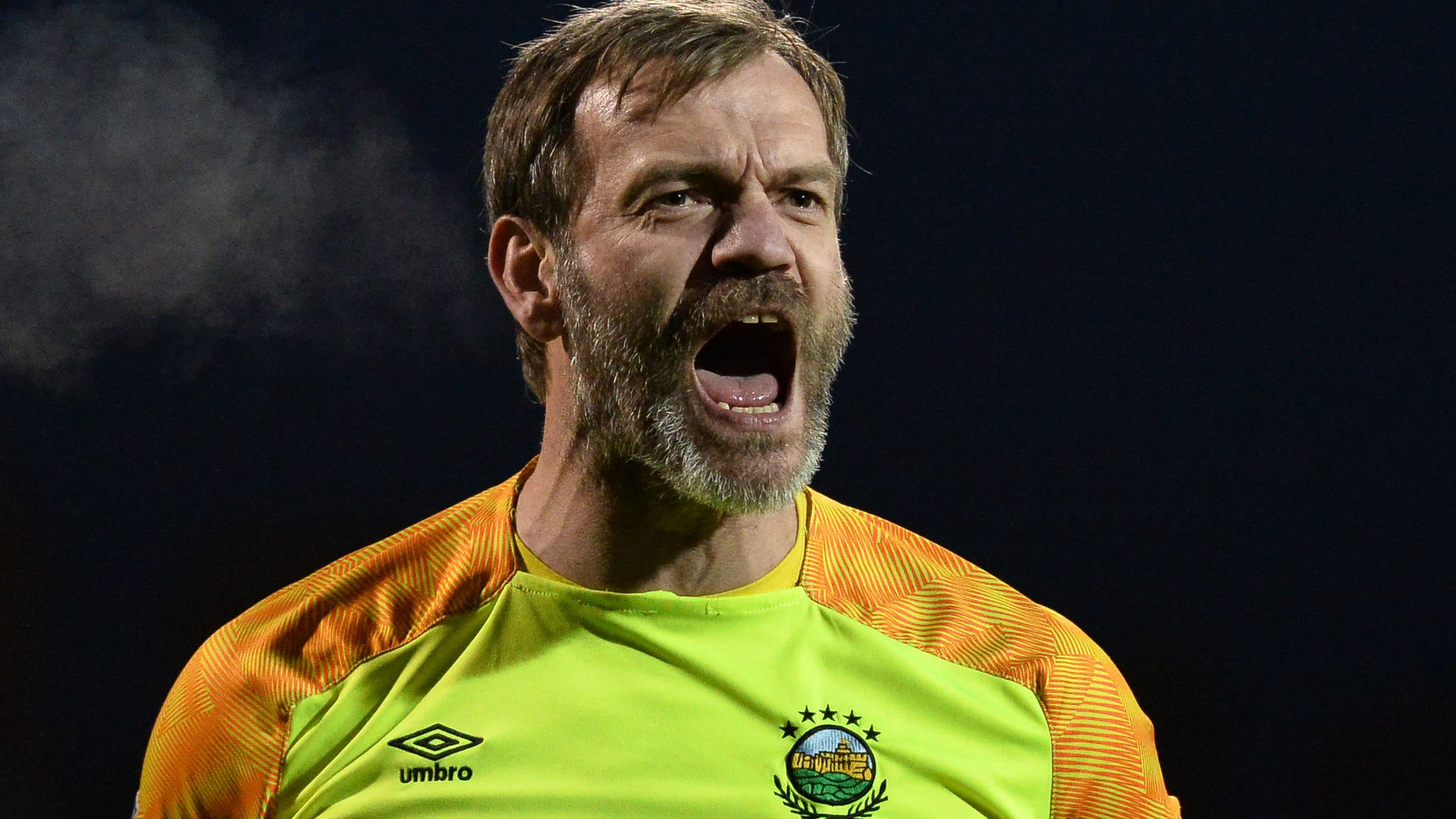 Roy Carroll: Linfield manager David Healy praises 'mad as a hatter' goalkeeper