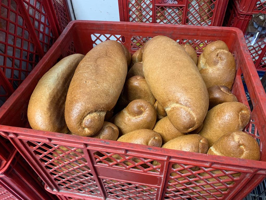 vekne hleba u gajbici