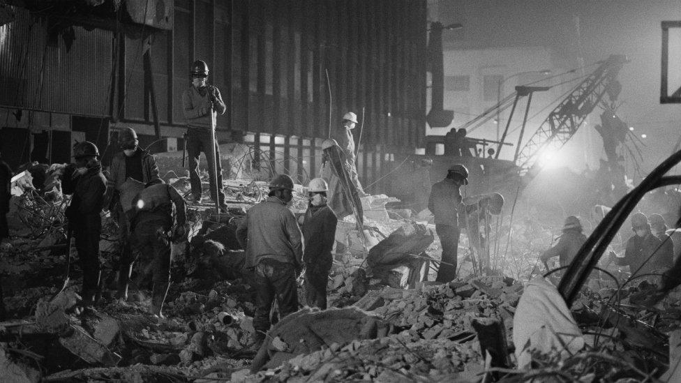Trabajos de remoción de escombros