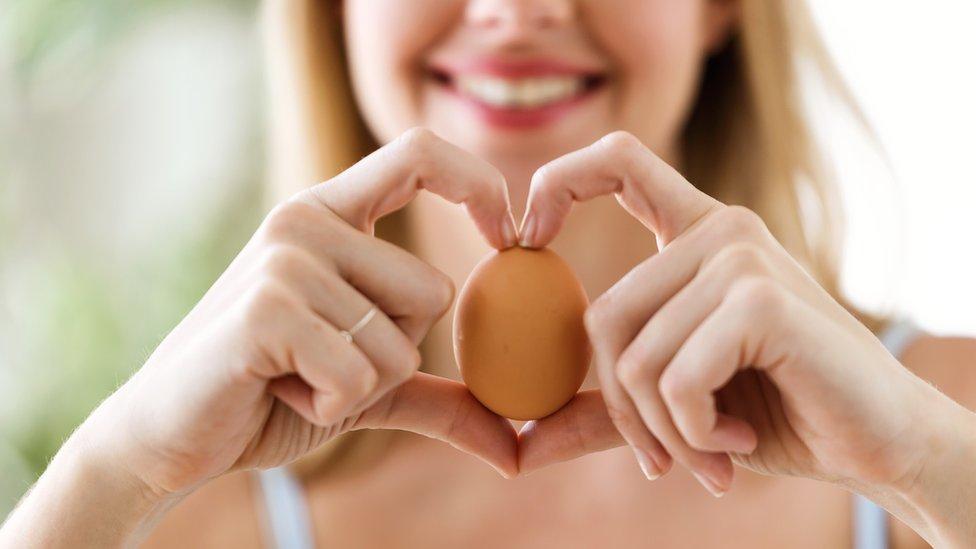 Žena sa jajetom