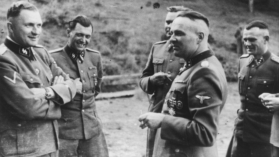 Mengele i nacistički oficiri