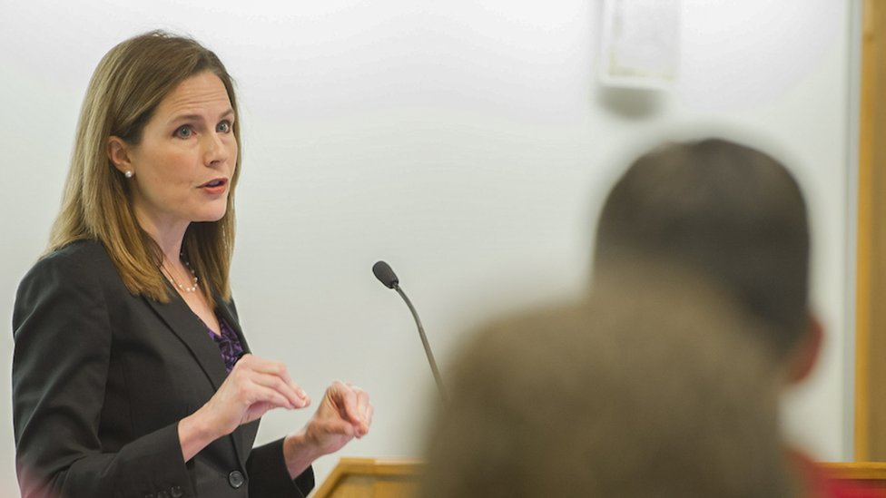 在巴雷特法官職業生涯的大部分時間,她都在聖母大學母校聖母大學擔任教授,她還多次被選為年度教授。