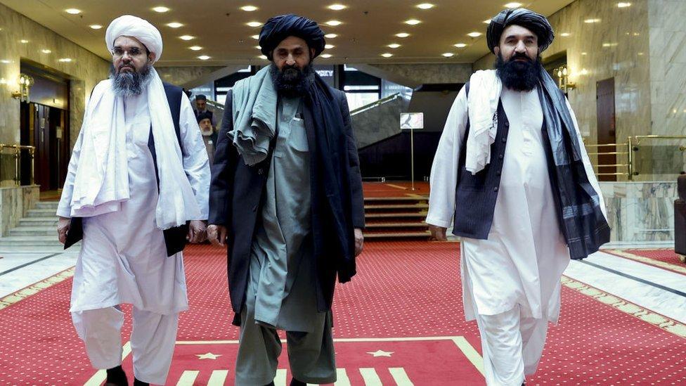 Molla Abdulgani Baradar (ortada), 1994 yılında Afganistan'da Taliban'ı kuran dört kişiden biriydi