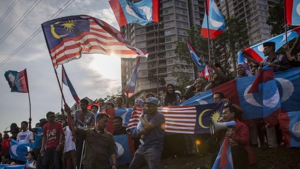 Salah satu alasan rakyat Malaysia memilih Pakatan Harapan adalah perbaikan standar hidup sehari-hari.