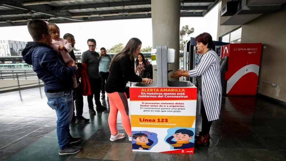 Un lavabo en una terminal de Bogotá