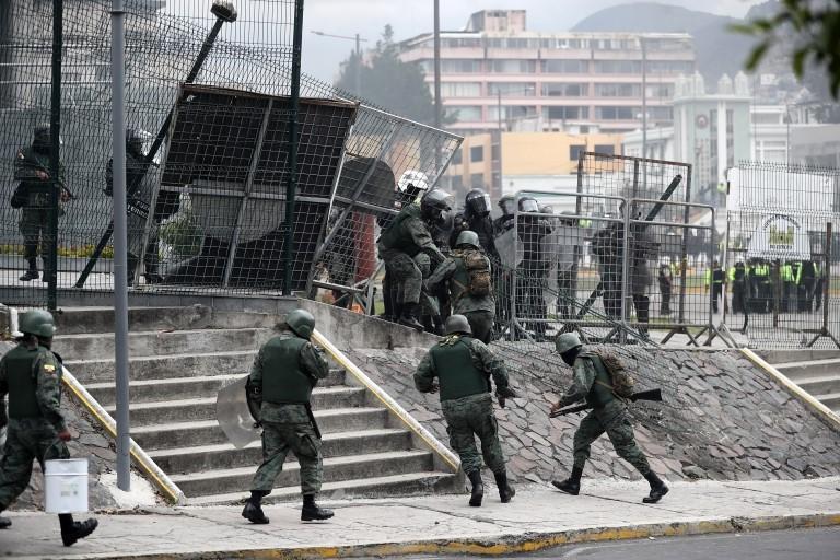 Policías en Ecuador