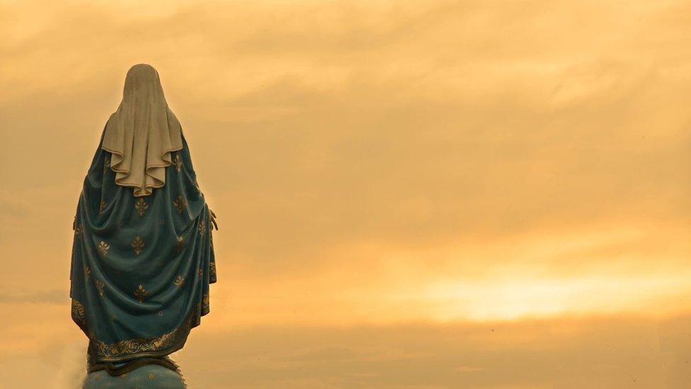 Estatua de María