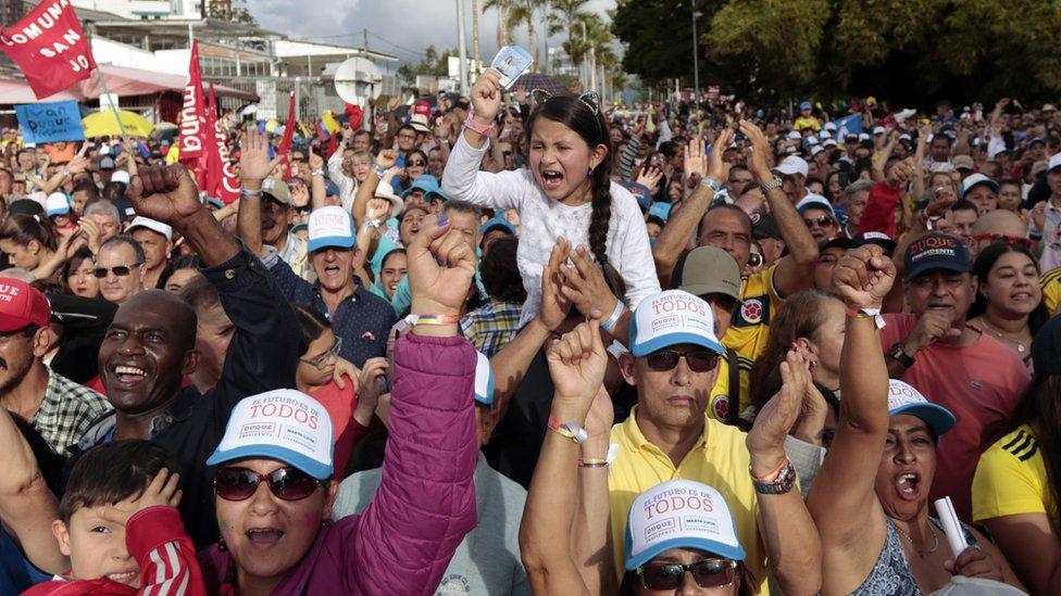 En los últimos días se han multiplicado las manifestaciones populares a favor de uno y otro candidato